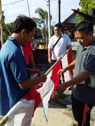 HUT RI ke-73 - Pemerintah Desa Bubunan Pasang Bendera Merah Putih